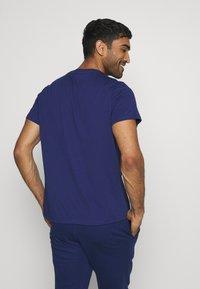 Tommy Hilfiger - COLOURBLOCK LOGO - T-shirt med print - blue - 2