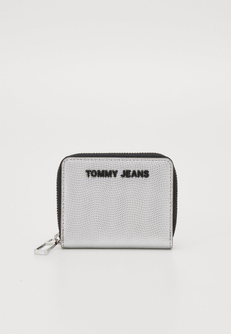 Tommy Jeans - ESSENTIAL - Plånbok - silver