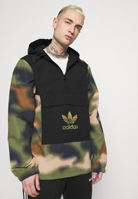 adidas Originals - CAMO WINDBREAKR - Summer jacket - hemp/multco/black - 3