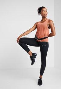 Nike Performance - MILER TANK BREATHE - Camiseta de deporte - dusty peach/reflective silver - 1