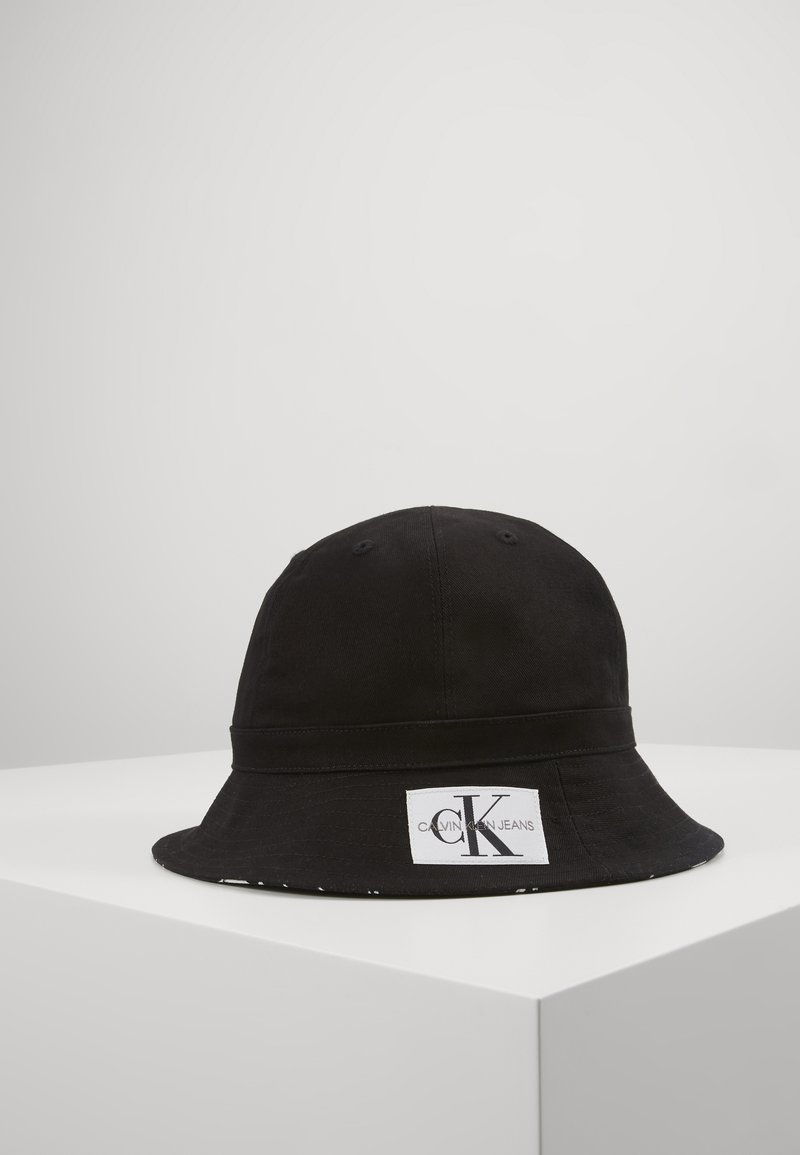 Calvin Klein Jeans - REVERSIBLE BUCKET HAT - Hat - black