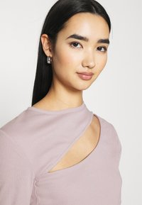 Nly by Nelly - CUT OUT - Long sleeved top - mauve - 3