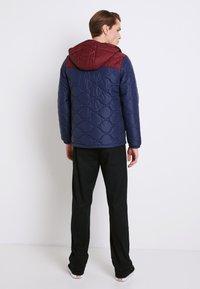 Vans - MN WOODCREST II - Winter jacket - dress blues-port royale - 2