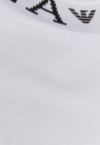 Emporio Armani - Jednoduché triko - white - 2