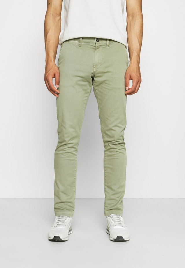 CHARLY - Chinos - palm green