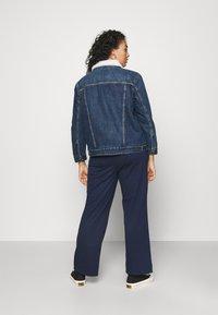 Levi's® Plus - TRUCKER - Denim jacket - blue denim - 2