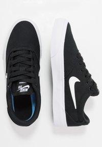 Nike SB - CHARGE - Trainers - black/white - 1