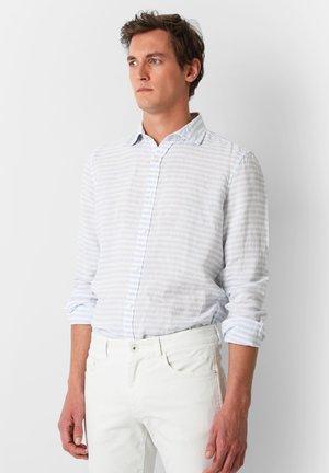 STRIPED LINEN SHIRT - Chemise - light blue stripes