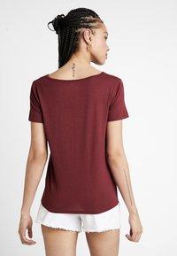 Hollister Co. - SHORT SLEEVE EASY VEE TEE - Basic T-shirt - burgundy - 2