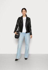 Calvin Klein Jeans - EASY INSTITUTIONAL TEE - Triko spotiskem - bright white - 1