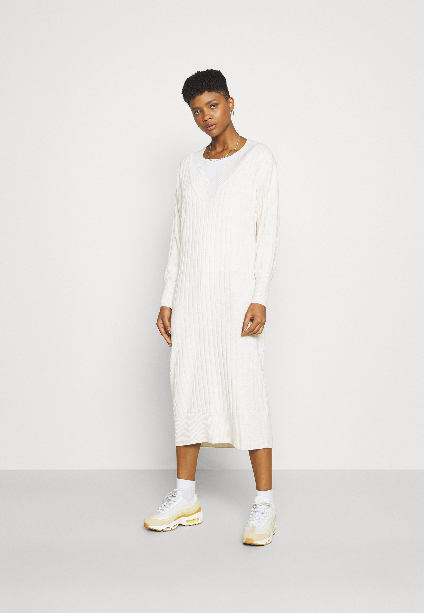 Femme ONLNEW TESSA MIDI V NECK DRESS - Robe pull