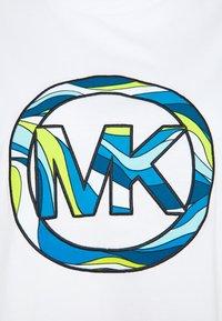 MICHAEL Michael Kors - GRAPHIC - Triko spotiskem - white - 2