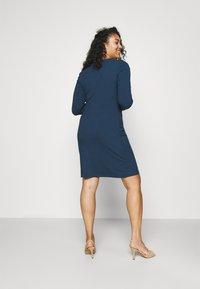 Glamorous Curve - ZIP THROUGH LONG SLEEVE DRESS - Pletené šaty - navy - 2