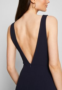 Missguided - BRIDESMAID SLEEVELESS LOW BACK DRESS - Společenské šaty - navy - 6