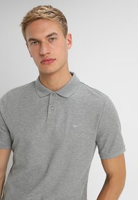 Calvin Klein - REFINED CHEST LOGO - Poloshirts - mid grey heather