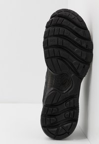 ASICS - GEL NIMBUS 22 - Neutral running shoes - black - 4