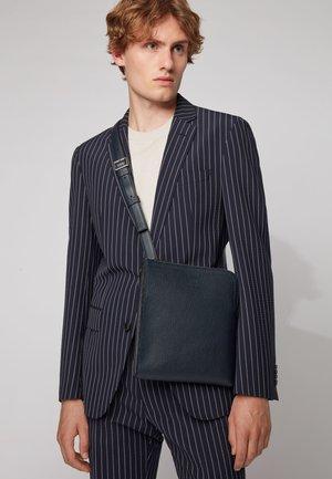 GALLERY S ZIP ENV - Across body bag - dark blue