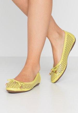 PASSER - Ballerines - yellow