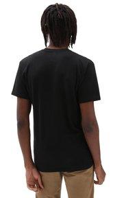 Vans - MN 66 CHAMPS SS - Print T-shirt - black - 1