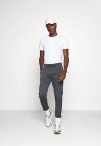 Jack & Jones - JJIWILL JJPOUL  - Jogginghose - dark navy melange - 1