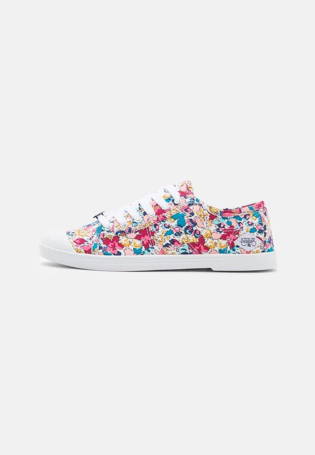 BASIC  - Sneakersy niskie - dahlia