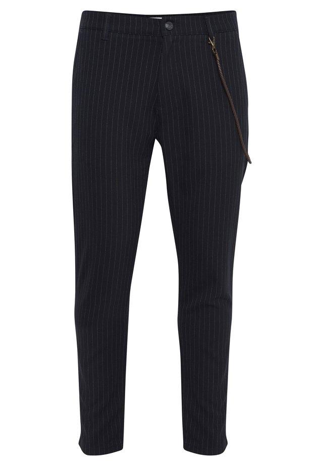 TRAVIS - Pantalon classique - insignia b