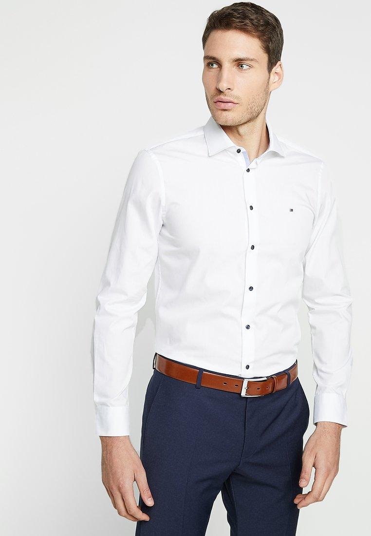 Tommy Hilfiger Tailored - POPLIN CLASSIC SLIM FIT - Formální košile - white