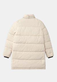 Calvin Klein Jeans - ESSENTIAL PUFFER - Zimní kabát - white - 2