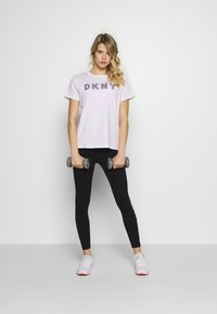 DKNY - TRACK LOGO - Print T-shirt - white - 1