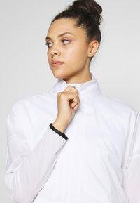 Nike Golf - REPEL ACE JACKET FULL ZIP 2-IN-1 - Sportovní bunda - white/black - 3