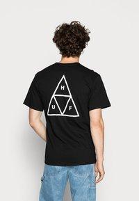 HUF - ESSENTIALS TEE - Print T-shirt - black - 2