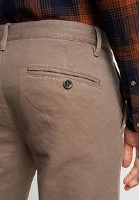 TOM TAILOR - STRUCTURE - Chino - morel brown - 3