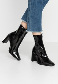 RAID Wide Fit - WIDE FIT FRANKY - High heeled ankle boots - black crinkle - 0