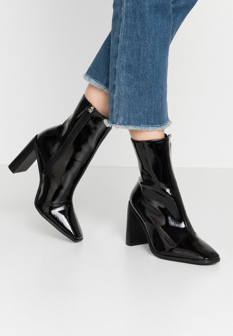 RAID Wide Fit - WIDE FIT FRANKY - High heeled ankle boots - black crinkle