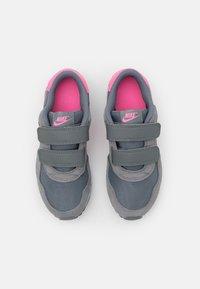 Nike Sportswear - VALIANT  - Tenisky - smoke grey/pink glow/white - 3