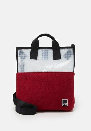 UMEA - Batoh - offwhite/red