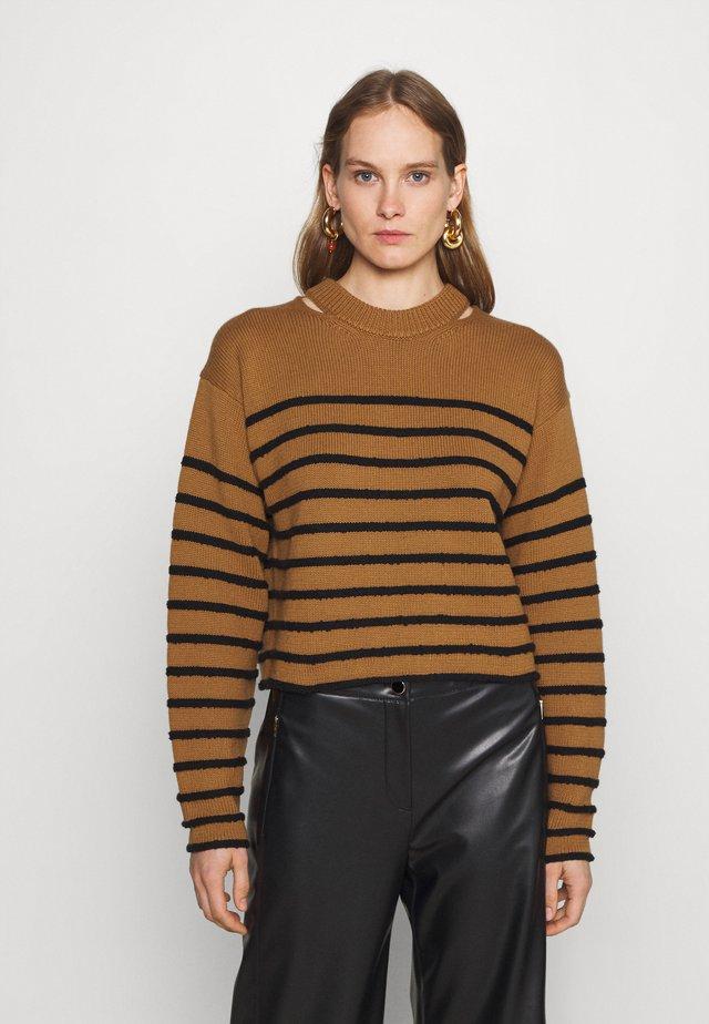 STRIPED BOUCLE  - Stickad tröja - ochre