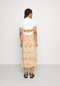 maje - JITYE - Zavinovací sukně - nude - 2
