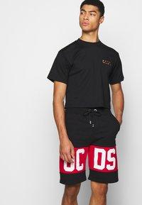 GCDS - CROP TEE - T-shirt basique - black - 4