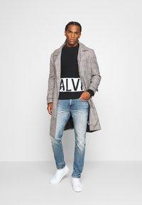 Calvin Klein Jeans - BLOCKING LOGO - Jumper - black - 1