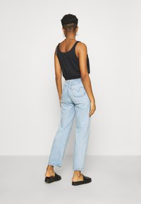 Levi's® - RIBCAGE STRAIGHT ANKLE - Jeans Straight Leg - middle road - 2