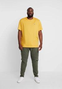 Lacoste - T-shirt basic - darjali - 1