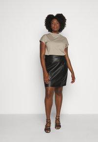 Vero Moda Curve - VMNORARIO SHORT COATED SKIRT - Pencil skirt - black - 3
