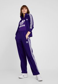 adidas Originals - ADICOLOR TREFOIL GRAPHIC TEE - T-shirt z nadrukiem - collegiate purple - 1