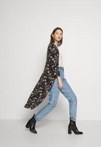 JDY - JOSEPHINE LONG KIMONO - Summer jacket - black/multicolor - 1
