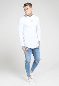 SIKSILK - LONG SLEEVE CHAIN TAPE COLLAR GYM TEE - T-shirt à manches longues - white - 1