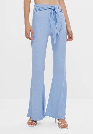 MIT SCHLEIFE - Trousers - light blue
