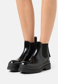 Red V - BOOTIE - Kotníkové boty na platformě - nero - 0