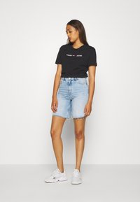 Tommy Jeans - MODERN LINEAR LOGO TEE - Print T-shirt - black - 1