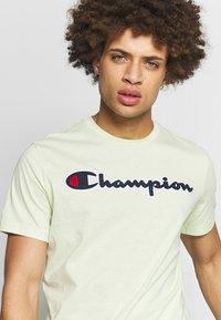 Champion Rochester - ROCHESTER CREWNECK  - T-shirts print - light green - 4